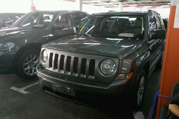 Jeep 自由客 2011款 2.4 自动 经典升级版四驱