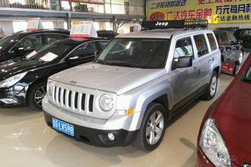 Jeep 自由客 2012款 2.4 自动 豪华版四驱