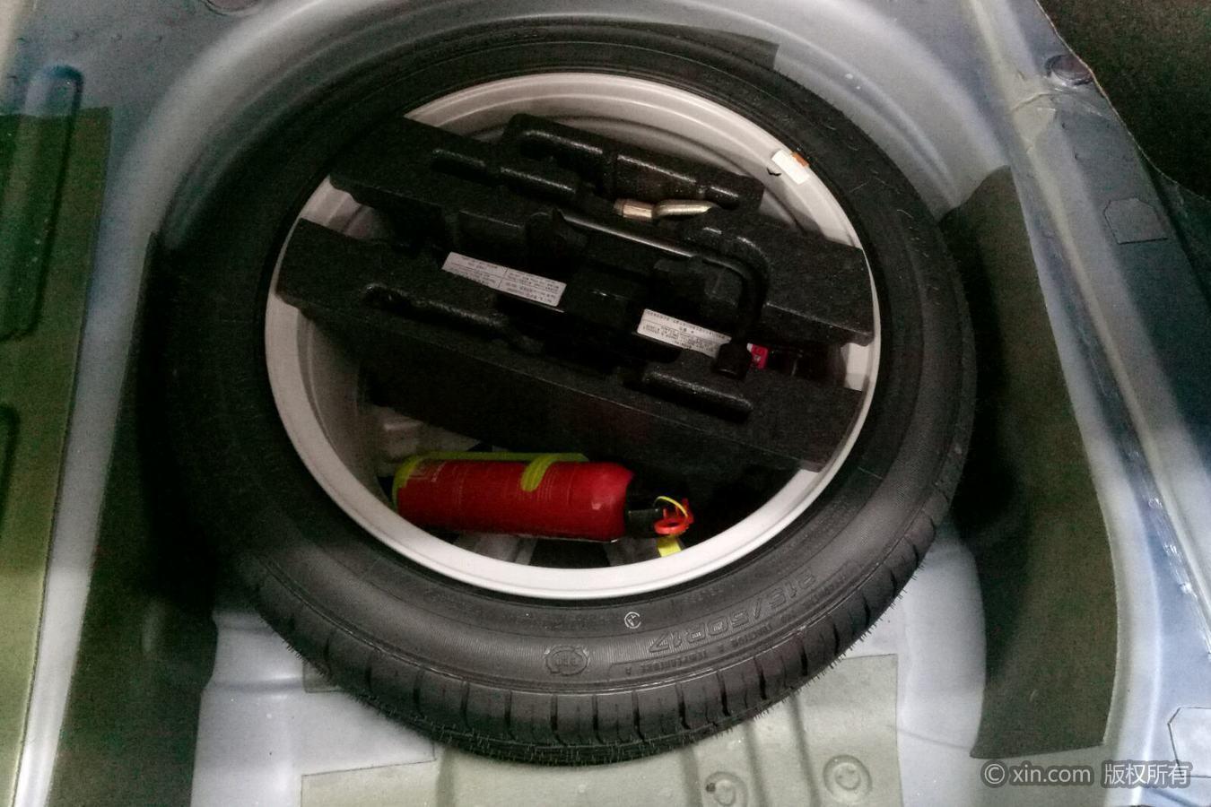 荣威750备胎及随车工具威朗gs加油图片
