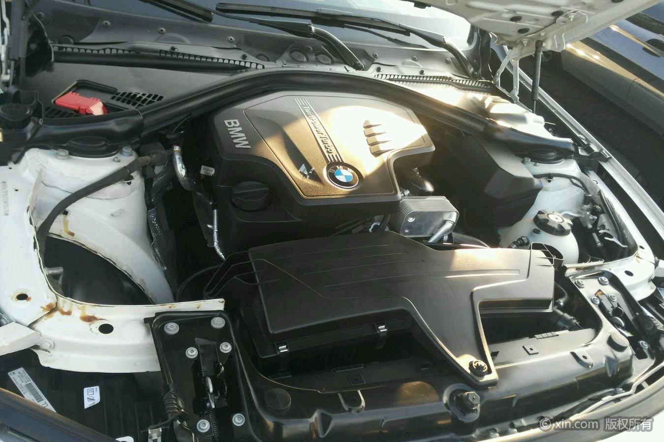 宝马3系发动机舱