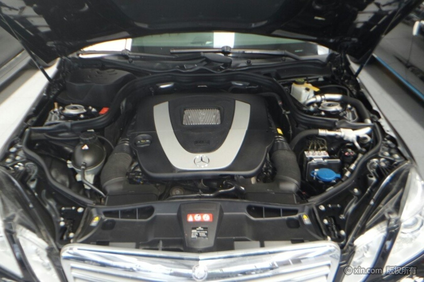 奔驰E级发动机