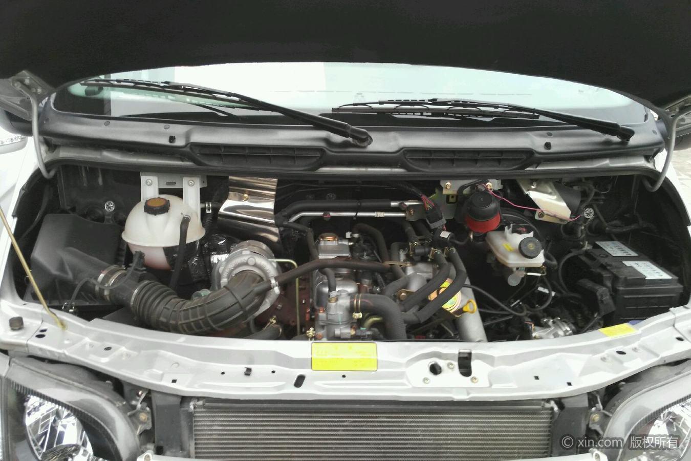 福特全顺发动机舱